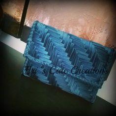 Modelos de bolsas de lona de plástico, # Kanvasçantaişl Game # Is kanvasfiledenneleryapıl mi # Plastikkanvasişl Game de tela Diy Crochet Bag, Canvas Purse, Crochet Handbags, Bargello, Canvas Crafts, Plastic Canvas Patterns, Knitted Bags, Handmade Bags, Bag Making