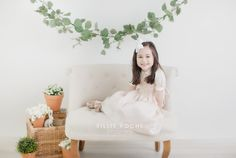 Discover recipes, home ideas, style inspiration and other ideas to try. Children Photography Poses, Photography Mini Sessions, Spring Photography, Christmas Photography, Outdoor Photography, Mini Session Themes, Fall Mini Sessions, Christmas Mini Sessions, Fall Family Photos