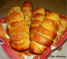 M-am îndrăgosit de aluatul acesta! E absolut superb, elastic, aerat, pufos, extrem de uşor de lucrat şi taaaare gustos. Se poate face dulce ... Scottish Recipes, Turkish Recipes, Pastry And Bakery, Bread And Pastries, Romania Food, Romanian Desserts, Romanian Recipes, Good Food, Yummy Food