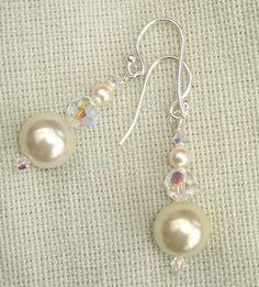 Perfect Pearl and Crystal Dangle Earrings - Perlen Basteln Wire Jewelry, Wedding Jewelry, Beaded Jewelry, Jewelery, Wedding Earrings, Silver Jewelry, Diy Schmuck, Schmuck Design, Bead Earrings