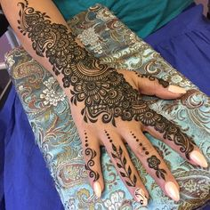 Mehndi is an important part of every Muslim woman& eid look adding to the beauty and grace of hands and feet. If you havent yet finalized your eid mehndi design then I bring to you some of the latest henna patterns to try out this year for bakra eid. Wedding Henna Designs, Pretty Henna Designs, Henna Tattoo Designs Simple, Mehndi Designs Book, Mehndi Design Pictures, Mehndi Designs For Beginners, Mehndi Designs For Fingers, Beautiful Mehndi Design, Latest Mehndi Designs