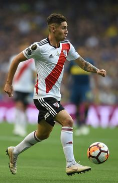 Gonzalo Montiel of River Plate drives the ball during the first leg. Plates, Legs, Running, Gaston, Carp, Finals, Grande, About Football, Sport