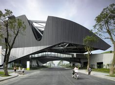 morphosis architects has completed 'giant interactive group corporate headquarters', a dynamic complex of multiple functions in shanghai, china. Morphosis Architecture, Futuristic Architecture, Amazing Architecture, Contemporary Architecture, Interior Architecture, Dynamic Architecture, Architecture Board, Sustainability Projects, Deconstructivism