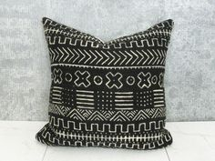 Black and Cream Mudcloth Pillow Cover / African Mud Cloth Bogolanfini Geometric Cotton Linen Neutral