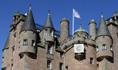 Unusual places to stay in Scotland Looking for somewhere to stay that's a bit out-of-the-ordinary? These distinctive and unusual accommodation properties fit the bill. If you're looking to experience Scotland's amazing countryside, a great option is a high-quality B or self-catering accommodation on a working farm.