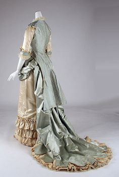 Dinner dress Lord Taylor (American, founded Date: Culture: American Medium: silk, glass 1870s Fashion, Victorian Fashion, Vintage Fashion, Victorian Era, Victorian Dresses, Steampunk Fashion, Gothic Fashion, Antique Clothing, Historical Clothing