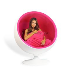 eero aarnio ball chair it comes in red white