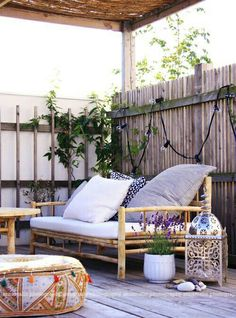 Love this tiny outdoor nook.