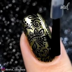 Mix things up and add a bit of sass to your nails! Gold Gel Nails, Simple Acrylic Nails, Best Acrylic Nails, Dot Nail Art, Nail Art Diy, Diy Nails, Nail Art Designs Videos, Nail Art Videos, Nail Designs