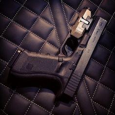 Dark knight. #glock #glock17 Find our speedloader now!  http://www.amazon.com/shops/raeind
