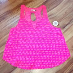 Tank top NWT Swing tank top from Kohls. Super cute and bright color or spring and summer!! No rips or stains! Can fit anywhere from a small to xlarge SO Tops Tank Tops