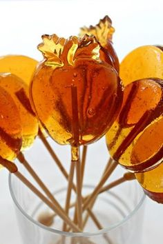 Honey Lollipops for Licking, Stirring, and Gifting. One easy recipe makes soothing honey lollipops or honey stirrers to mix into a cup of tea! Try Albergian honey in this recipe! Honey Candy, Honey Syrup, Tasty, Yummy Food, Honey Recipes, Homemade Candies, Homemade Lollipops, Candy Making, Food Gifts