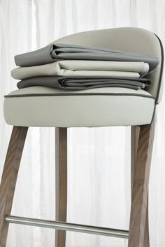 Beautiful grey faux leathers for bar stools Hamptons Kitchen, The Hamptons, Kitchen Styling, Beach Themes, Kitchen Tips, Rustic Wood, Bar Stools, Colours, Grey
