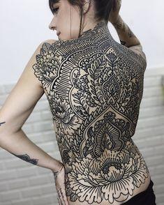 Mais uma dos trabalhos q fiz na Fabiana ... !!! obrigado pela confiança de sempre @fabianaissa . . . #sriyantra #sriyantratattoo… Sri Yantra, Ornamental Tattoo, Mehndi, Back Tattoo, Girls Out, Tattoos, Instagram, Lotus, Mandala
