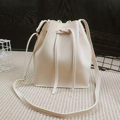 バッグ - ショルダーバッグ バケットバッグ ハンドバッグ 巾着バッグ カバン 鞄 フェイクレザー カラー豊富 コンパクト ホワイトデー 送料無料