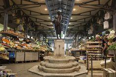 Fontana nel Mercato Albinelli di Modena: la portatrice di frutta by Fabrizio Zucchi | Un weekend visitando i monumenti di #WikiLovesMonuments in #EmiliaRomagna