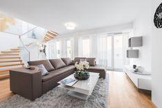 Wohnen auf höchstem Niveau - Extravagante Penthouses mit Traumaussicht im Herzen Wiens Exterior Design, Master Bathroom, House Design, Couch, Furniture, Home Decor, Attic Conversion, Objects, Homes