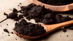 Everyone knows about the health benefits of coffee, but what do you do with those used coffee grounds? Don't just toss them, save them! Here are 7 Ways to Use Coffee Grounds in Your Beauty Routine! Greek Vinaigrette, Coffee Soap, Uses For Coffee Grounds, Coconut Oil Uses, Good Housekeeping, Food Waste, Kefir, Coffee Beans, Homemade
