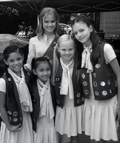 """Mackenzie Foy and (Aussie ex-""""Neighbours"""" star) Pippa Black on the set of the movie """"The Cookie Mobsters"""""""