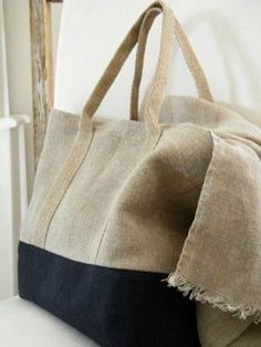 Inspiration - classic linen and dark denim tote- timeless beauty Diy Fashion, Fashion Bags, Sacs Tote Bags, Diy Sac, Couture Sewing, Linen Bag, Denim Bag, Fabric Bags, Big Bags