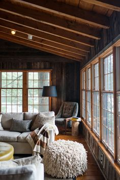 Quaint cottage on Lake Muskoka offers contemporary rustic charm is part of Contemporary Cottage Living Room - This quaint cottage was designed by interiors studio Timothy Johnson Design, nestled along the water's edge in Lake Muskoka, Ontario, Canada Cottage Living Rooms, Chic Living Room, Cottage Interiors, Cozy Living, Lake Cabin Interiors, Apartment Living, Living Area, Elsie De Wolfe, Latest House Designs