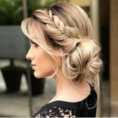 Graduation party dress bridesmaid and mother of the bride. Party hairstyles makeup and tips for organizing tea and wedding. Party Hairstyles, Messy Hairstyles, Wedding Hairstyles, Gorgeous Hairstyles, Bridesmaids Hairstyles, Graduation Hairstyles, Hairstyles Videos, Casual Hairstyles, Short Hairstyle