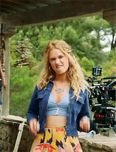 Lily James Behind the Scenes of Mamma Mia! Here We Go Again - Lily James Behind the Scenes of Mamma Mia! Here We Go Again Source by Tessa__Gray - 70s Outfits, Hippie Outfits, Cute Outfits, Fashion Outfits, Trendy Outfits, Mamma Mia, 70s Inspired Fashion, 70s Fashion, Fashion Beauty