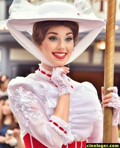 Her makeup is so pretty. Mary Poppins face character at Disney. Her makeup is so pretty. Mary Poppins face character at Disney. Disney Cosplay, Disney Costumes, Cosplay Costumes, Disney Dream, Disney Love, Disney Magic, Disney Fairies, Disney Parks, Walt Disney