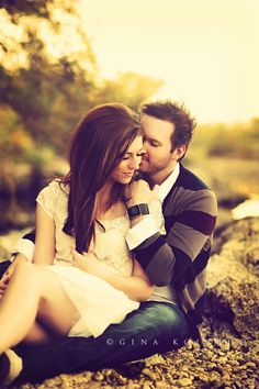 Couple poses in engagement photography should be such that it instantly reflects the love between the two. Couple Photography Poses, Love Photography, Engagement Photography, Wedding Photography, Friend Photography, Maternity Photography, Ideas Para Photoshoot, Photoshoot Inspiration, Wedding Photoshoot