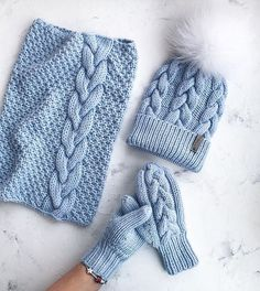 Best Ideas for crochet mittens pattern easy Cable Knit Hat, Knit Beanie Hat, Crochet Beanie, Crochet Yarn, Easy Crochet, Crochet Mittens Pattern, Knit Mittens, Knitted Hats, Loom Knitting