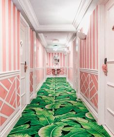 🌟Tante S!fr@ loves this📌🌟The Colony Hotel, Palm Beach, Florida Colony Hotel Palm Beach, The Colony Hotel, Palm Beach Decor, Old Hollywood Style, Beverly Hills Hotel, Florida Beaches, Palm Beach Florida, Town And Country, Beach Girls