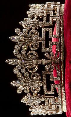 The Spencer Honeysuckle Tiara (gold, silver and diamonds).