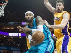 March 3, 2015: Hornets guard Mo Williams passes the