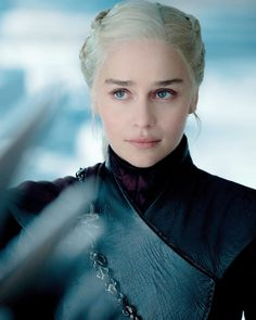 emilia clarke So basically. the woman who started out as a slave -abused and sold by her brother, fought her way through it. lost a husband and a Emilia Clarke Daenerys Targaryen, Game Of Throne Daenerys, Serie Got, Game Of Trone, Arte Game Of Thrones, Game Of Thrones Characters, The Mother Of Dragons, Queen Of Dragons, Mejores Series Tv
