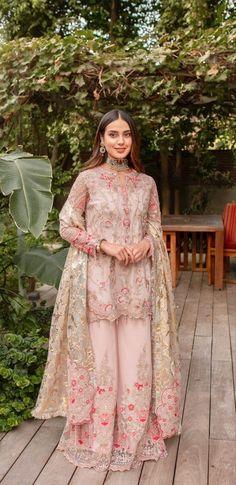 Pakistani Wedding Outfits, Pakistani Dresses Casual, Pakistani Dress Design, Bridal Outfits, Pakistani Clothing, Stylish Dress Designs, Designs For Dresses, Stylish Dresses, Designer Bridal Lehenga