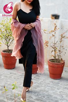 Shop Mauve Pure Organza Three-Tier Ruffle Stole - Stoles Online in India Collar Kurti Design, Designer Anarkali Dresses, Sharara Suit, Ethnic Style, 2 Piece Outfits, Ethnic Fashion, Looking Gorgeous, Kurtis, Indian Outfits