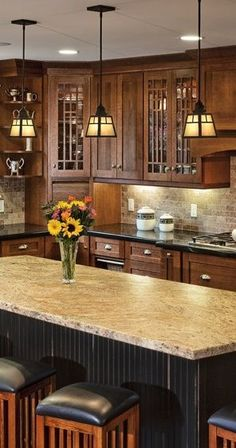 Traditional Craftsman Kitchen Design with Kitchen Island – Dura Supreme Cabinetry designed by Hahka Kitchens. Craftsman Style Kitchens, Craftsman Kitchen Fixtures, Kitchen Island Light Fixtures, Mission Style Kitchens, Craftsman Style Interiors, Craftsman Style Decor, Kitchen Island Lighting, Craftsman Style Homes, Modern Craftsman