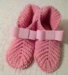 Booties Crochet, Crochet Slippers, Baby Booties, Baby Shoes, Baby Knitting Patterns, Crochet Patterns, Hobby, Lana, Free Crochet