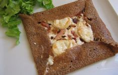 Breton galette with fresh goat cheese and bacon WW - CREPES - Buckwheat Pancakes, Pancakes And Waffles, Galette Complete, Weight Watchers Menu, How To Make Pancakes, Crepe Recipes, Cheat Meal, Cordon Bleu, Light Recipes