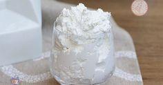 Lo spumone bianco un dolce al cucchiaio cremoso e veloce da preparare perfetto anche per farcire torte o pasticcini. Senza cottura.