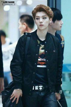 EXO- LUHAN airport fashion