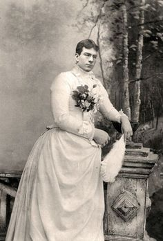 vintage everyday: Men Dressed in Drag in the Victorian Era – 25 Historical Photos of Drag Queens from the and early Drag Queens, Victorian Men, Victorian Photos, Portraits Victoriens, Studio Portraits, Photo Vintage, Vintage Men, Old Pictures, Old Photos