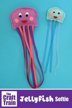 Hand sewn jellyfish craft from felt with printable pattern. Perfect for Summer or if you are learning about ocean animals. This craft is part of Sew a Softie in July. - Education and lifestyle Kids Crafts, Glue Crafts, Projects For Kids, Fabric Crafts, Sewing Crafts, Sewing Projects, Paper Crafts, Paper Toys, Felt Crafts