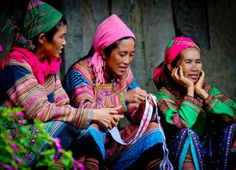 Hmongs Columbus Travel, Just Smile, Fabric Painting, Vietnam, Style Inspiration, Culture, Costumes, History, Couple Photos