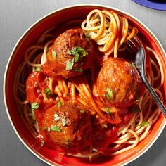Whole wheat spaghetti with turkey meatballs! Looks simple and yummo. Throw in a homemade sauce with garlic, onions, canned tomatoes and a few spices, and you've got yourself an easy low-fat dinner!