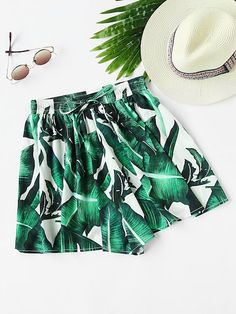 Stagioni Fashion for Women, Shorts for Women. Item: Foliage Print Shirred Waist Shorts for Women Fashion News, Fashion Trends, Fashion Pants, Fashion Fashion, Fashion Dresses, Vintage Fashion, Shorts Online, Printed Shorts, Patterned Shorts