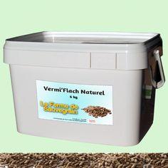 Une Idée pour nos animaux :  Vermifuge naturel pour les poules - VermiFlash - 6 kg VermiFlashest destiné à toutes les volailles de chair et de ponte, il contient un mélange de poudre d'extraits de plantes pour lutter contre les verts ronds et plats ainsi que les coccidies.La solution à base de plantes a une double action :1/Elle agit sur les différents stades de développement des coccidies et protège la muqueuse intestinale.2/Elle perturbe la croissance des vers et les paralyse ce qui facilite Source De Calcium, Agriculture Biologique, Solution, Amazon Fr, Ainsi, Action, France, Food Grade, Egg Shell