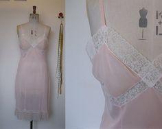 1950s Pink Slip / 1950s Nightdress / Pink Nylon Slip / Nylon and Lace / 1950s Lingerie / 1950s Nightwear / Hollywood Glamour / Size Medium