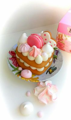 Mini Cream Tart Valentines Sweets, Valentine Cookies, Cupcake Cookies, Pretty Cakes, Cute Cakes, Alphabet Cake, Alcohol Cake, Monogram Cake, Biscuit Cake