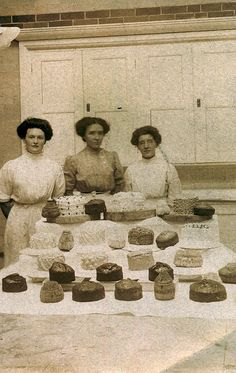 Edwardian cake stall or competition Antique Photos, Vintage Pictures, Vintage Photographs, Old Pictures, Old Photos, Vintage Images, Edwardian Era, Edwardian Fashion, Victorian Era
